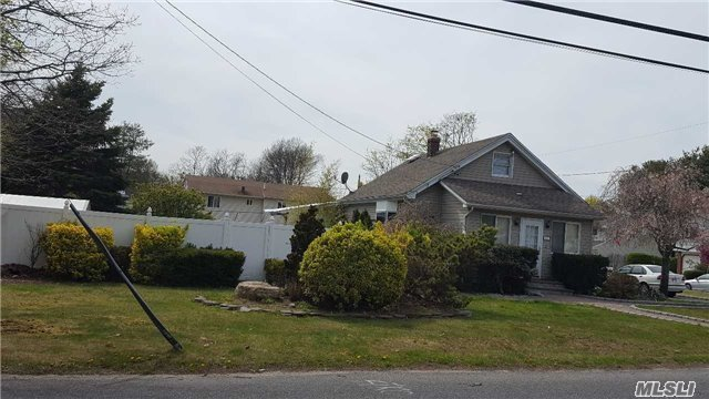 848 Wilson Blvd, Central Islip, NY 11722