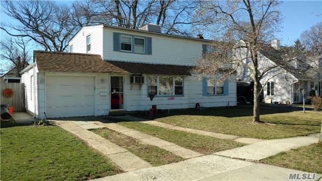 722 Wyngate Dr West, Valley Stream, NY 11580