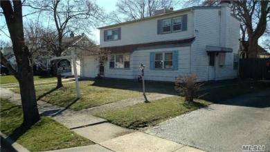 722 Wyngate Dr, Valley Stream, NY 11580