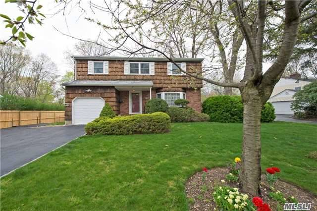 25 Old Town Ln, Huntington, NY 11743