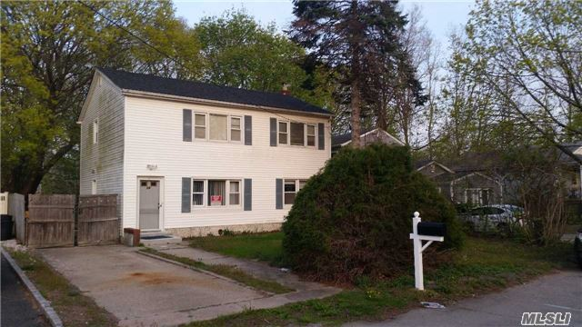 19 Handsome Ave, Selden, NY 11784