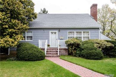 15 Sands Pl, Port Washington, NY 11050