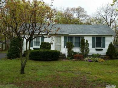36 Conklin Ave, Patchogue, NY 11772