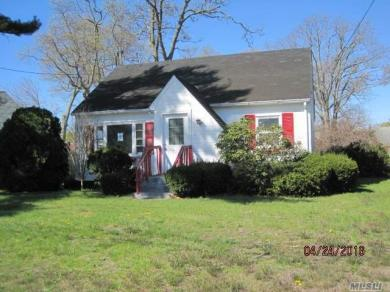 59 S Summit Ave, Patchogue, NY 11772
