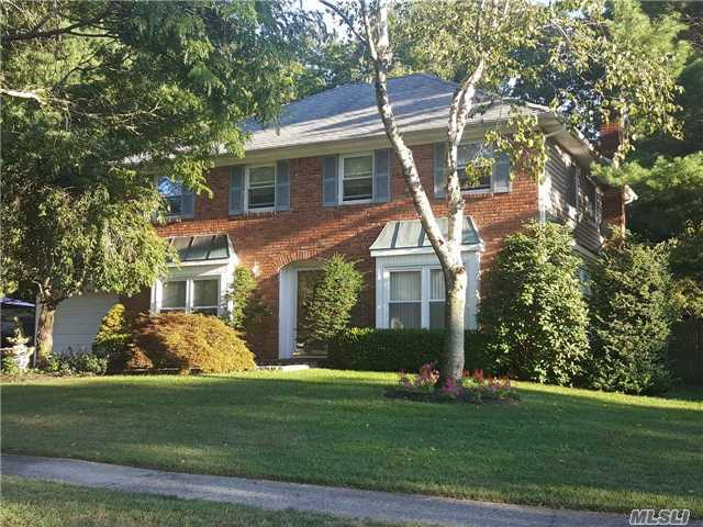 11 Fireplace Dr, Kings Park, NY 11754