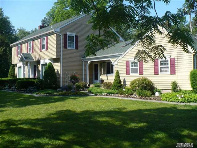 2 Trout Ponds Ct, Brookhaven, NY 11719