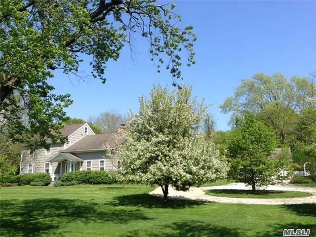 388 S Country Rd, Brookhaven, NY 11719