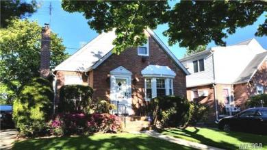 82-13 255th St, Floral Park, NY 11004