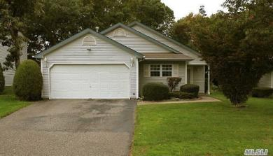5 Westchester Ct, Middle Island, NY 11953