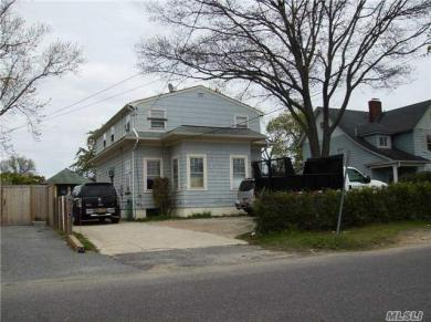 33 N Montgomery Ave, Bay Shore, NY 11706