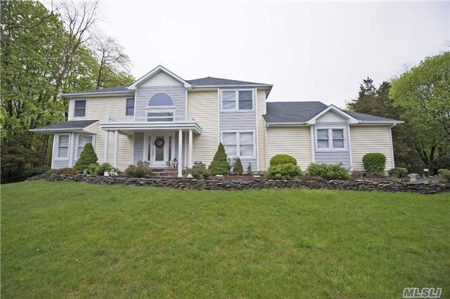 12 Parviz Ct, Miller Place, NY 11764