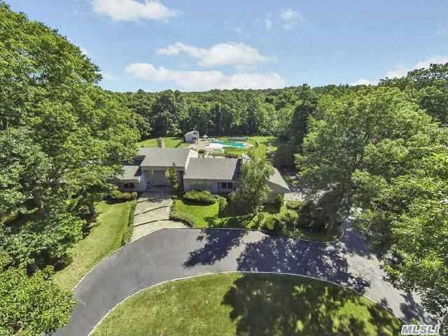 10 Serenite Ln, Muttontown, NY 11791