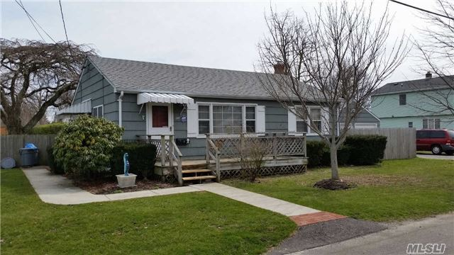 1 Bayview Ave, E Patchogue, NY 11772