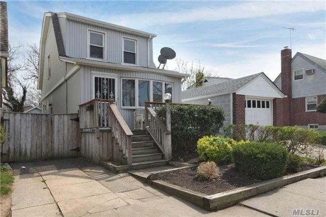 254-14 82nd Rd, Floral Park, NY 11004