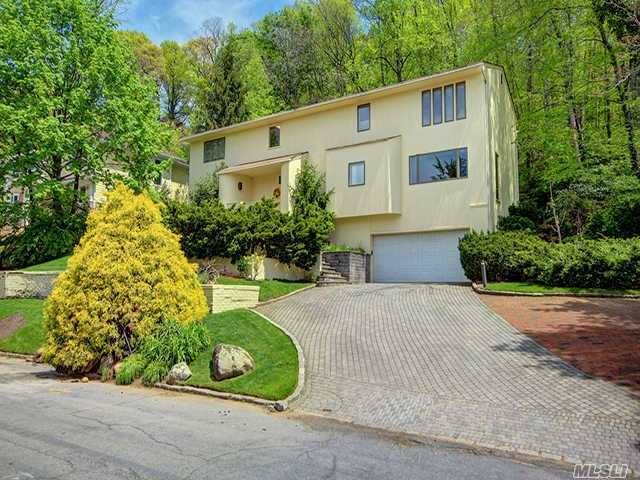 135 Mimosa Dr, East Hills, NY 11576