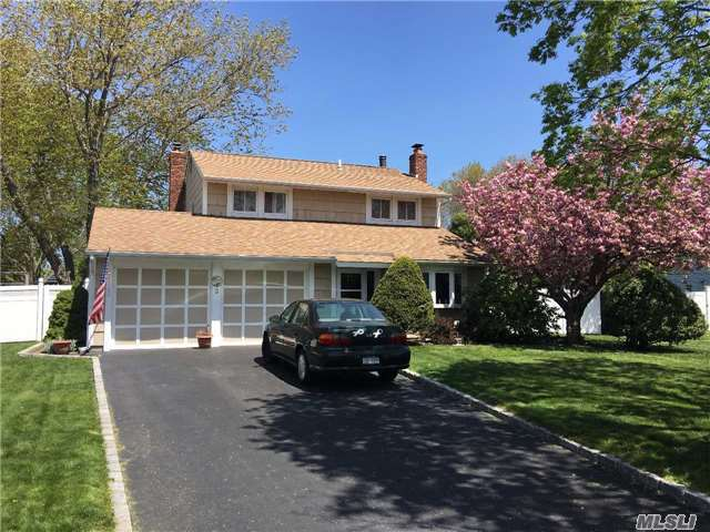 3 Log Ct, Medford, NY 11763