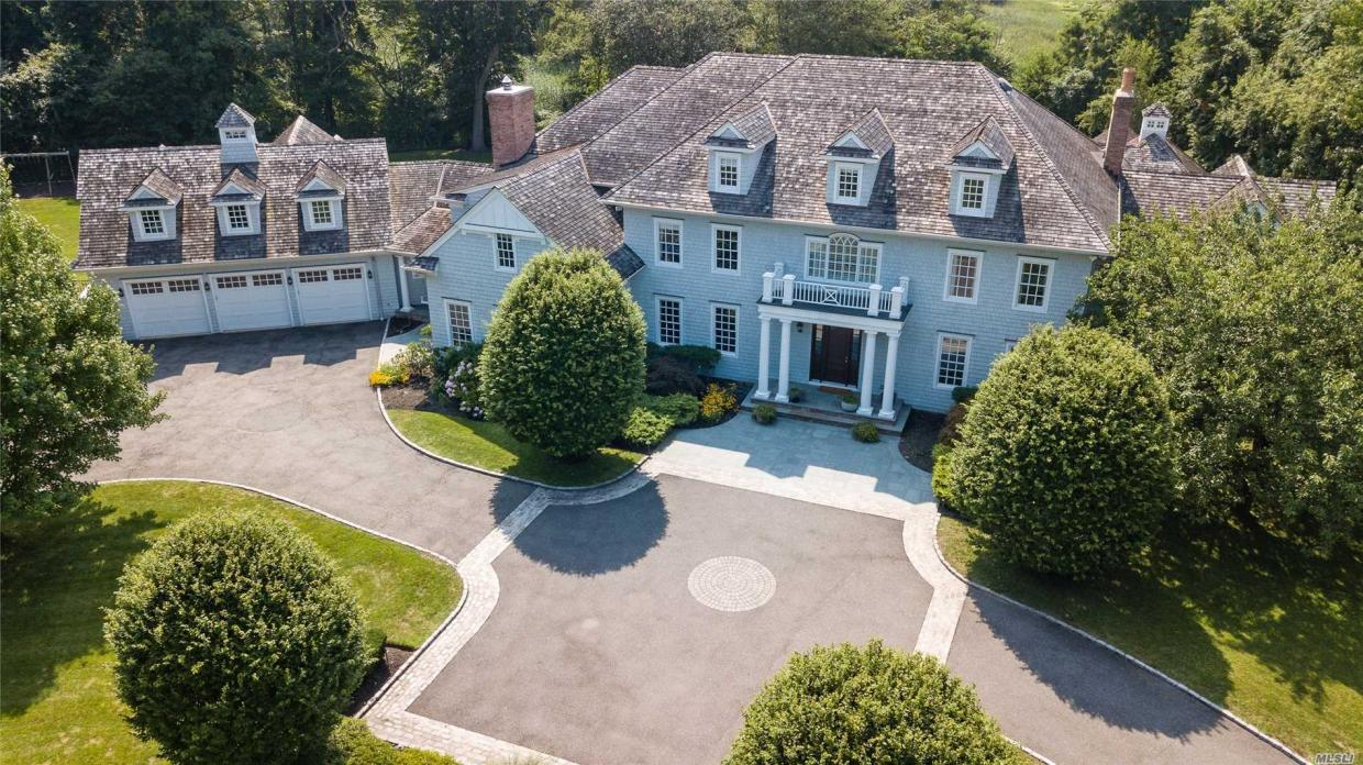 1 Ariel Ct, Sands Point, NY 11050