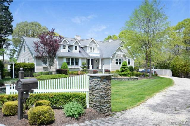 9 Belle Harbour Ct, Center Moriches, NY 11934