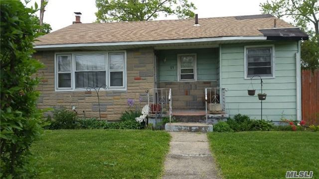 19 Claremont Ave, Bay Shore, NY 11706