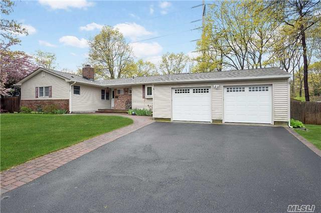 10 Butterfly Dr, Hauppauge, NY 11788