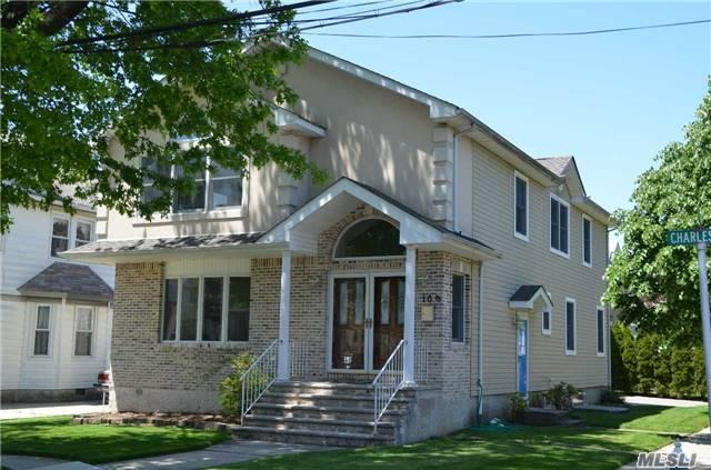 109 Charles St, Floral Park, NY 11001