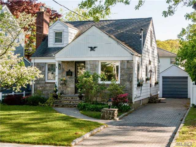 216 Home St, Valley Stream, NY 11580