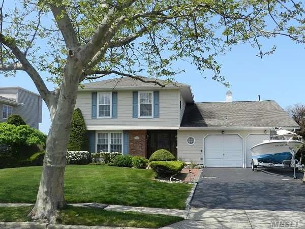 106 Anchorage Dr, West Islip, NY 11795