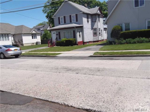 336 N Columbus Ave, Freeport, NY 11520
