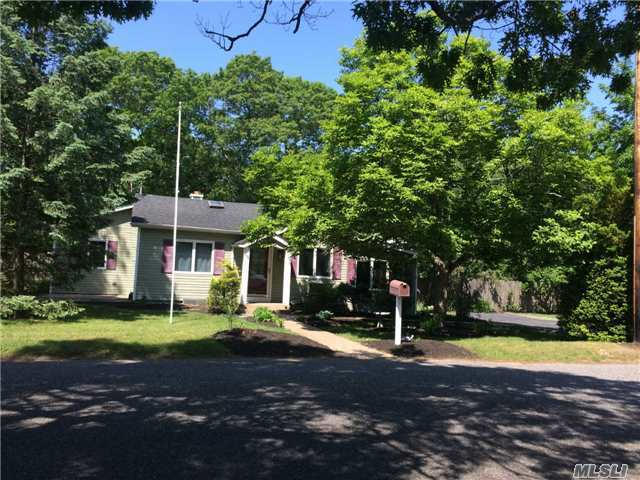 206 Woodycrest Dr, Holtsville, NY 11742