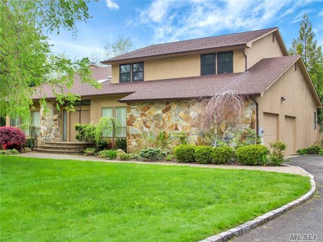 10 Dalor Ct, Woodbury, NY 11797