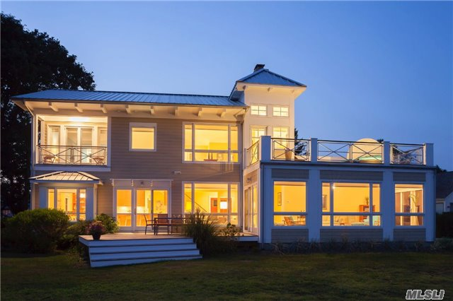 950 Blue Marlin Dr, Southold, NY 11971