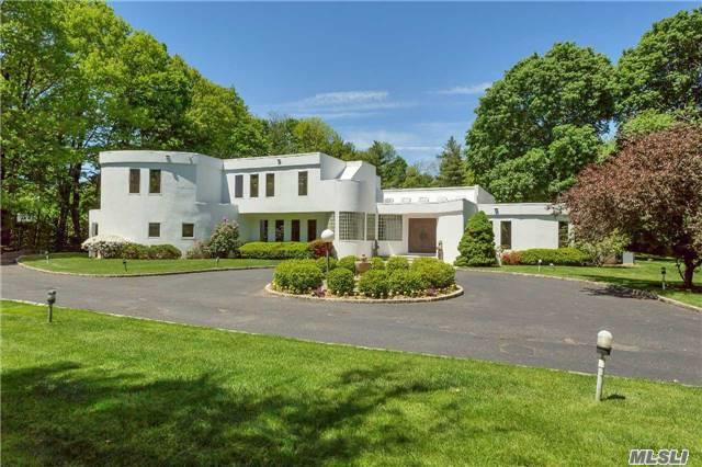 11 Store Hill Rd, Old Westbury, NY 11568