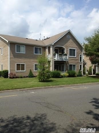 83 Eric Dr #83, Middle Island, NY 11953