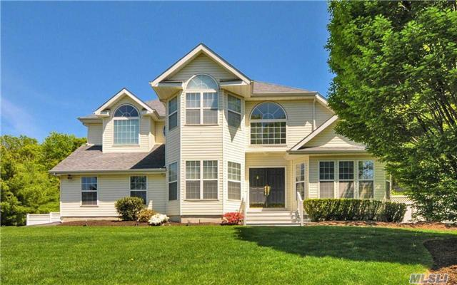 30 Frost Valley Rd, Mt Sinai, NY 11766