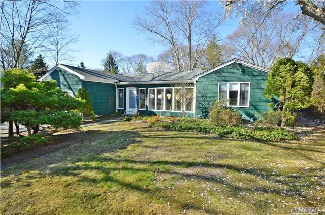 9 Henry St, Center Moriches, NY 11934