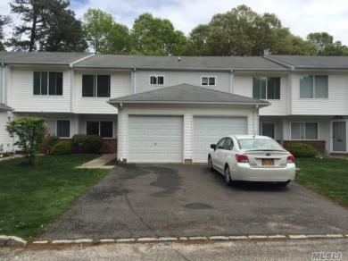 3203 Townehouse Dr, Coram, NY 11727