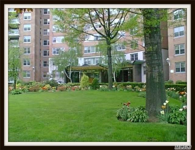 61-20 Grand Central Pky #B201, Forest Hills, NY 11375