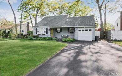 32 N Summit Ave, Patchogue, NY 11772