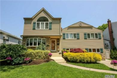 547 Wagstaff Dr, East Meadow, NY 11554