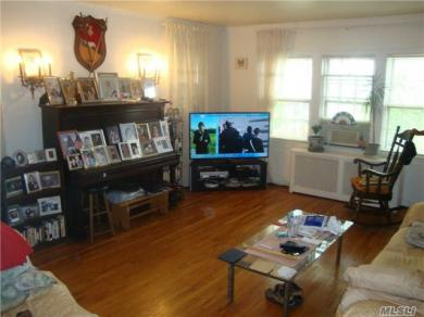 97-22 72 Dr, Forest Hills, NY 11375