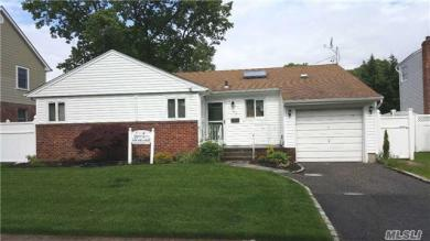 68 Willets Dr, Syosset, NY 11791