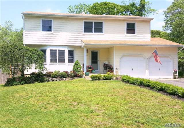 341 Middle Rd, Bayport, NY 11705