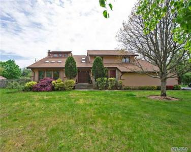 130 Old East Neck Rd, Melville, NY 11747