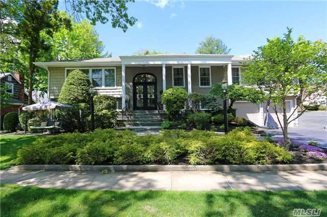 1 Sands Ct, Great Neck, NY 11023