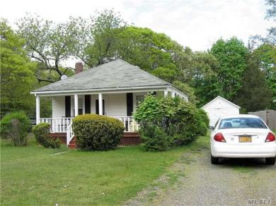 26 Rogers Ave, Westhampton Bch, NY 11978