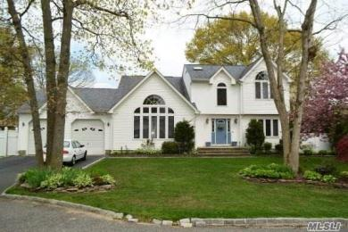 55 Tremont Ave, Patchogue, NY 11772