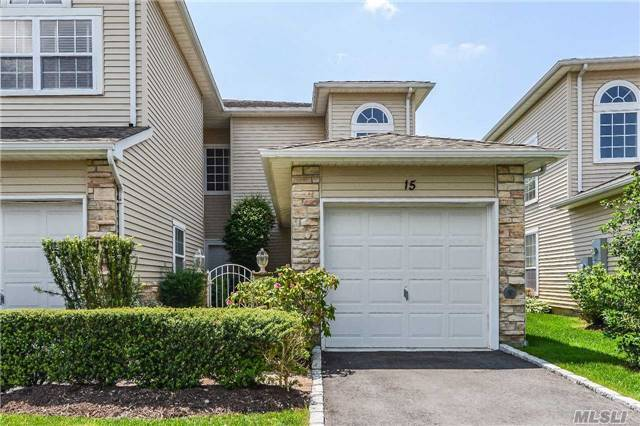 15 Windwatch Dr, Hauppauge, NY 11788