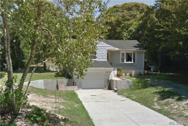 93 W Bartlett Rd, Middle Island, NY 11953