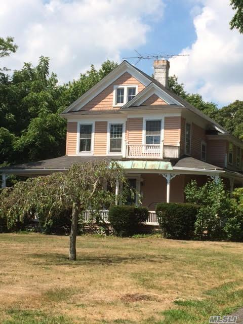 189 Middle Rd, Blue Point, NY 11715