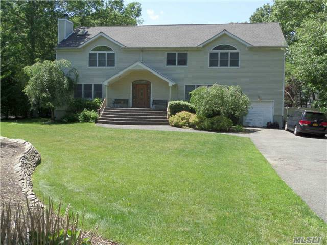 6 Community Ct, Mt Sinai, NY 11766